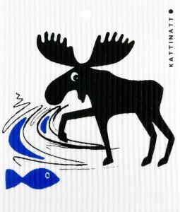 Älg fångar fisk