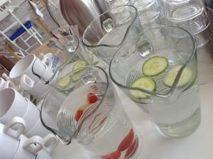 Kanelbullen Wasser auf Buffet